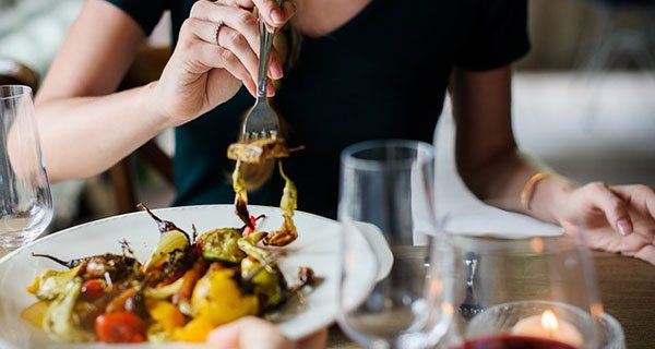 Albertans dining and drinking out nears $800 million in August