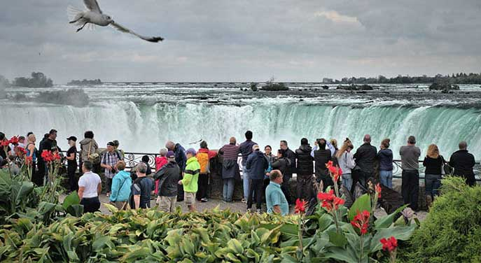 niagara falls ontario tourists tourism